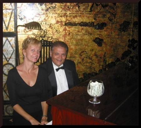 The Princess and pianist, Bob Lewis at the Royal Orleans lounge (c) 2004 DCoyote