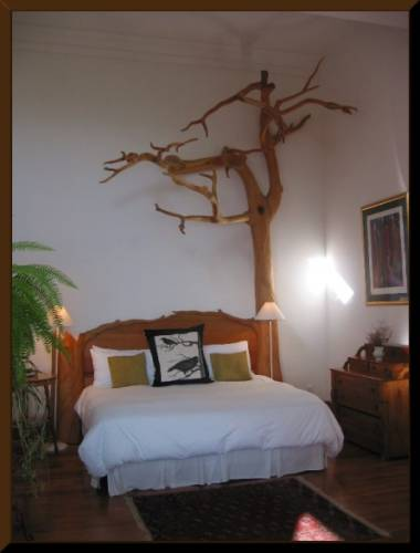 Hand-carved bed at The  Raven's Nest, Sooke Harbour House (c) 2003 DCoyote
