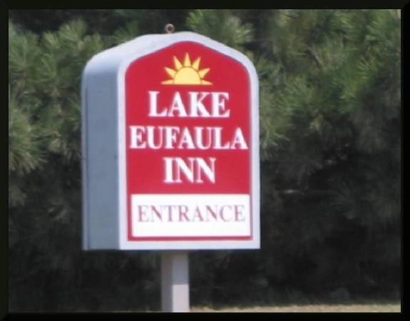 Lake Eufaula Inn (c) 2004 David Coyote